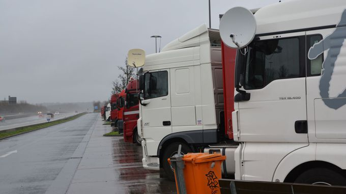 the reduced or regular weekly rest periods in their vehicles